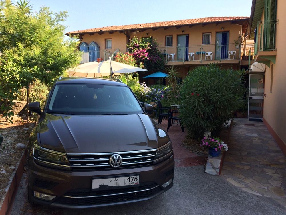 VW Tiguan на отдыхе. Франция, Лазурный берег.