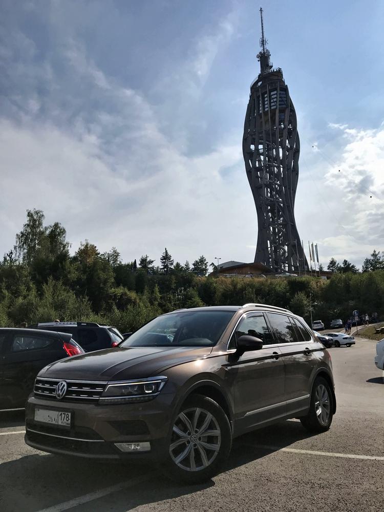 VW Tiguan на отдыхе. Австрия, смотровая над Вёртерзее.