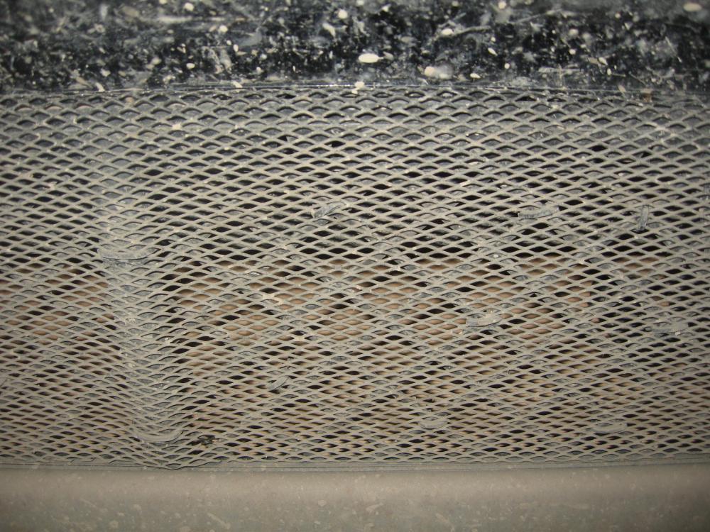 Утепление радиатора - Нижнюю решетку не стал закрывать, а закрыл тока нижнюю часть радиатора картонкой, как раз туда попадает ос